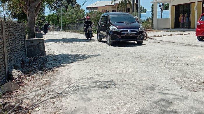Jalan Kejora Kota Kupang Masih Memprihatinkan