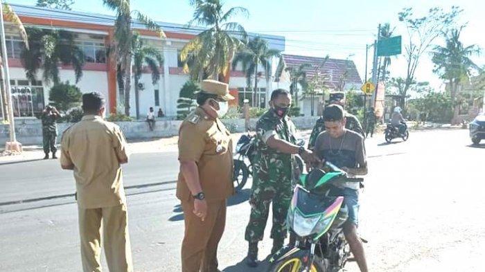 Covid Meningkat, Camat Kelapa Lima dan Jajaran Razia PPKM Bagi Pengendaradi Jalan Timor Raya