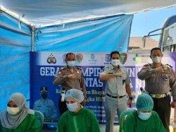 Manajemen PT Jasa Raharja  Gandeng Ditlantas Polda NTT Gelar Vaksinasi Bagi Warga di Kelurahan