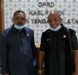 Lorens Jehau, Anggota BK DPRD TTS (kanan) dan ketua BK DPRD TTS, Sefrit Nau (kiri)