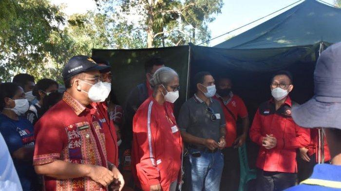 Jefri Riwu Kore Dampingi Herman Hery dan Ansy Lema Bagi Bantuan Korban Bencana Seroja Kota Kupang