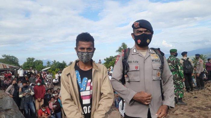 Warga Pulau Adonara Kabupaten Flores Timur Dapat Jaket dari Jokowi
