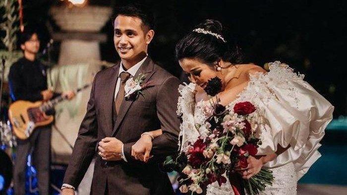 Jennifer Jill dan Ajun Perwira saat menikah