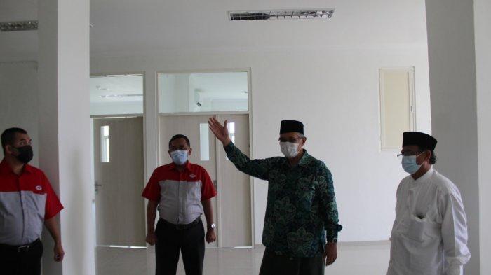 Donasi untuk alat kesehatan berupa uang tunai sebesar Rp 1 milyar tersebut diterima KH Abdul Ghofar Direktur RS. Hasyim Asy'ari didampingi Gus Iqbal Billy Wahid, putra dari KH Salahuddin Wahid yang juga komisaris Rumah Sakit Hasyim Asy'ari.