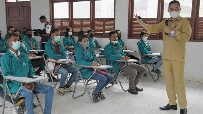 Kadis Kominfo Belu, Johanes Prihatin Beri Pembekalan Bagi Mahasiswa Unimor