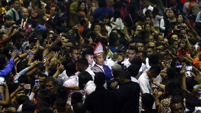 VIDEO: Penyambutan Presiden Jokowi Saat Hadiri Natal Nasional di Medan, Paspampres Kawal Super Ketat