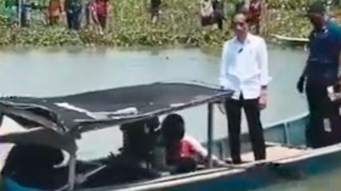 Jokowi ke Cilacap Naik Sampan, Netizen: Satu-satunya Presiden Mau Naik Gituan