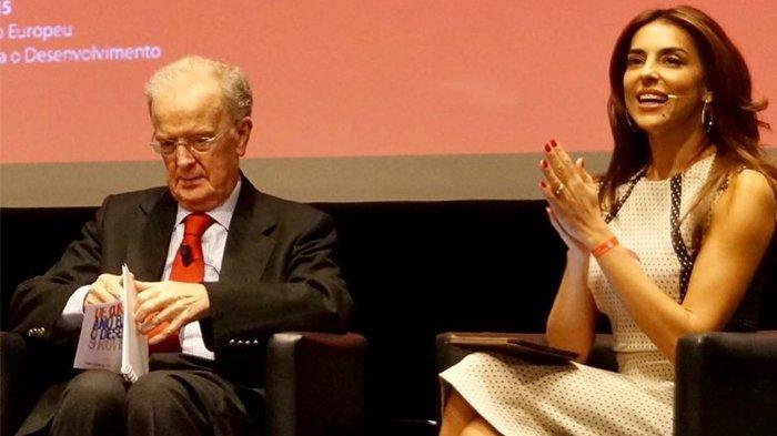 Jorge Sampaio (kiri) bersama presenter televisi Portugal Katarina Furtado.