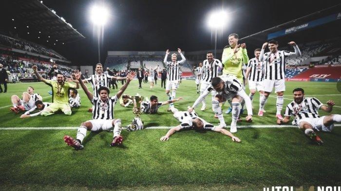 Meski pun menjadi juara Coppa Italia, sejumlah pemain Juventus diperkirakan akan meninggalkan klub jika gagal tembus Liga Champions musim depan, satu diantaranya Ronaldo. Tampak para pemain Juve rayakan jadi juara Coppa Italia usai kalahkan Atalanta 2-1.