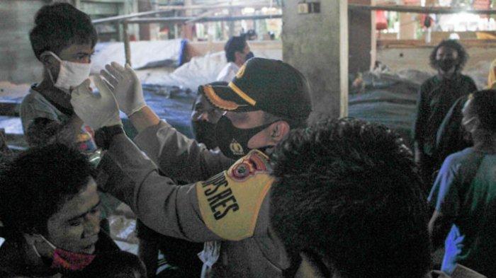 Kampanye Pemakaian Masker di Kota Kupang, Kapolres dan Walikota Sambangi Pedagang Pasar Oebobo