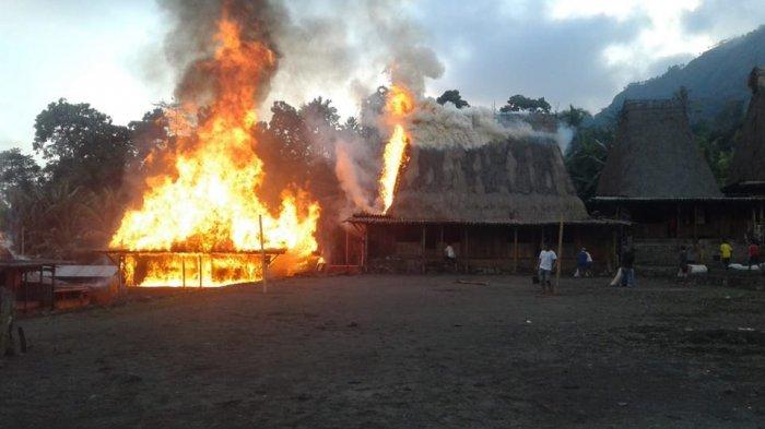 Darimana Asal Api Dari Kebakaran Rumah Adat Gurusina, Saksi Ungkap Hal Ini