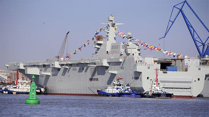 China Siap Perang, Kapal Serbu Amphibi Terbesar PLA Gelar Latihan Penyerbuan Helikopter
