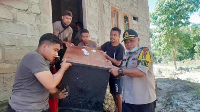 Kapolres Malaka dan Anggota Bersihkan Gereja Jemaat Syalom Makaor Weliman