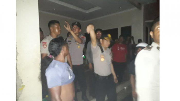 Kapolres Lembata Pimpin Upaya Pemadaman Kabakaran Gudang Toko Taruna Jaya