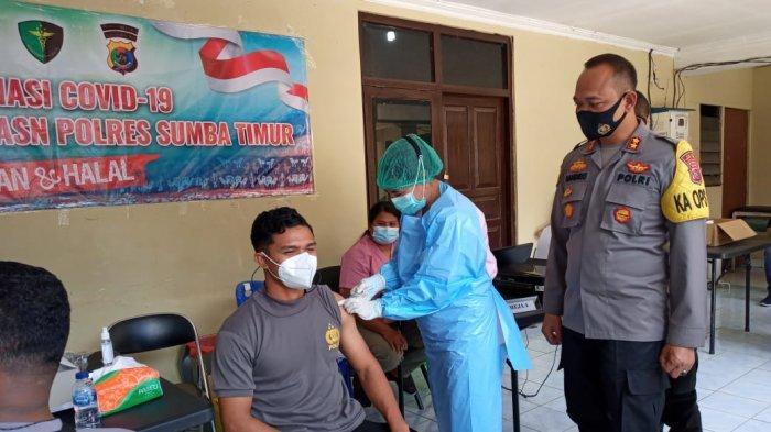 Anggota Polres Sumba Timur Mulai Terima Vaksin Covid-19, Begini Suasananya