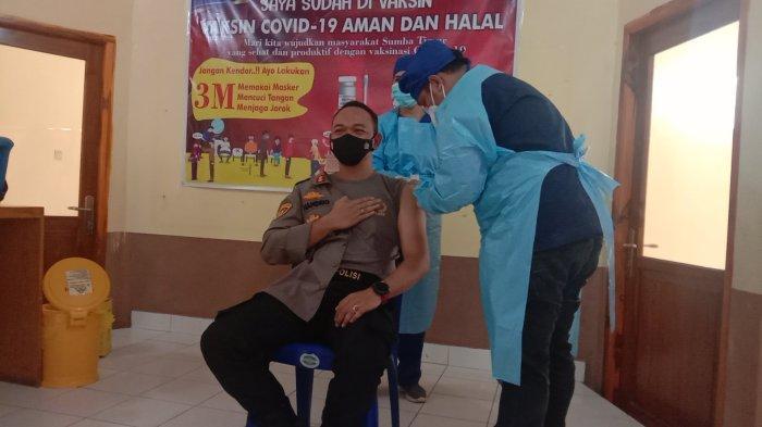 Sejumlah Pejabat Daerah di Sumba Timur Terima Vaksin Covid-19 Kedua
