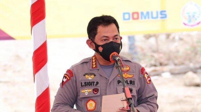 Kapolri Jenderal Listyo Sigit Prabowo meninjau langsung pertandingan Piala Menpora Grup A yang berlangsung di Stadion Manahan, Solo, Jawa Tengah