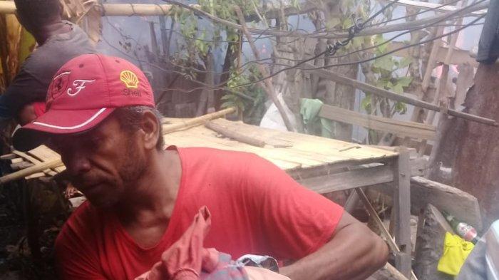 KebakarandiKrokowolon-Maumere-Sikka,ApiMuncul di Atap Bangunan