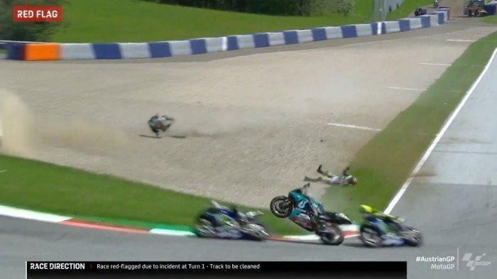 VIDEO Detik-detik Kecelakaan Mengerikan MotoGP Austria, Motor Melayang Nyaris Sambar Valentino Rossi