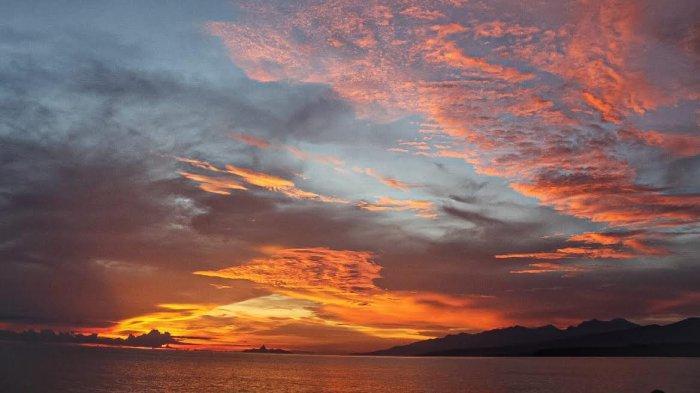 TRIBUN WIKI : Menikmati Sunset di Pantai Borong Manggarai Timur