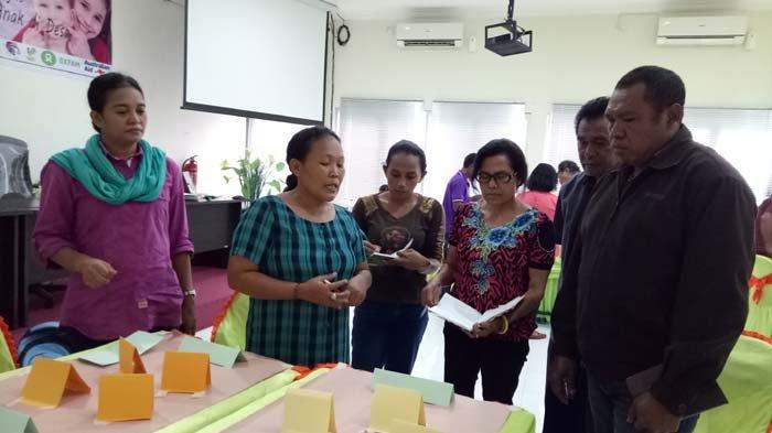 Lokakarya pengintegrasian paralegal ke dalam satgas penanganan masalah perempuan dan anak di desa, Kamis (15/2/2018), di Hotel Elmilia Kupang. Kegiatan ini diinisasi oleh Oxfam
