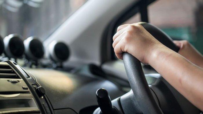 Miliki Mobil Manual ? Disarankan Jangan Panik, Begini Caranya Mengendarainya