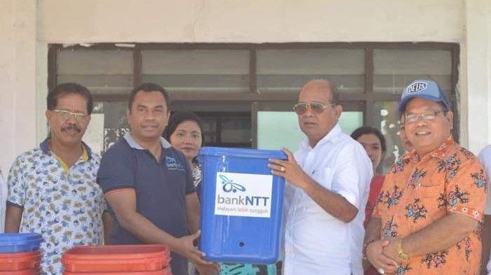 Cegah Covid-19, Bank NTT Waikabubak Serahkan Bantuan