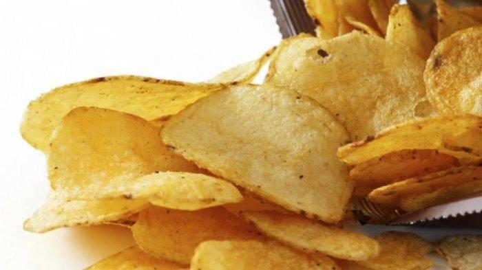Anda Kebayakan Makan Kerupuk ? Kenali Bahayanya Agar Tubuh Tetap Sehat