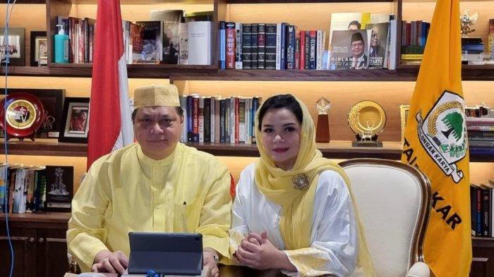 BERSAMA KETUA UMUM IIPG - Ketua Umum Golkar, Airlangga Hartarto bersama Ketua Umum IIPG,  Yanti Airlangga saat halal bihalal Lebaran Partai Golkar di Jakarta, Jumat (14/5/2021)