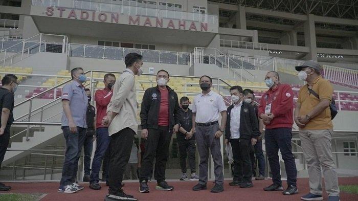 Ketua Umum PSSI Mochamad Iriawan meninjau Stadion Manahan ditemani Menpora Zainudin Amali dan Wali Kota Solo Gibran Rakabuming Raka, Sabtu (20/3/2021).