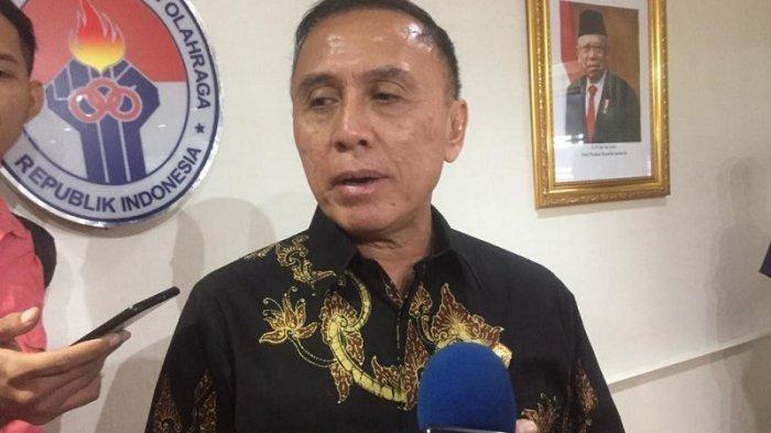 Ketua Umum PSSI, Mochamad Iriawan saat diwawancarai setelah menghadiri rapat koordinasi dengan Menpora Zainudin Amali di Kemenpora, Senayan, Jakarta, Selasa (10/3/2020).