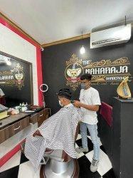 Kisah Manajer Hotel di Labuan Bajo Manggarai Barat Banting Stir Buka Barbershop