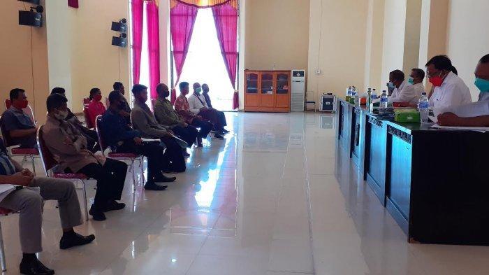 Panitia Pilkades Kabupaten Sumba Bara Daya Rapat Klarifikasi Penyelesaian 17Desa Bermasalah