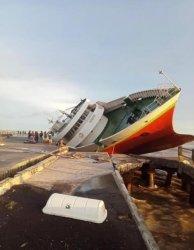 Akibat Badai Seroja, KM Chantika Lestari 10C Tenggelam di Pelabuhan Seba Kabupaten Sabu Raijua
