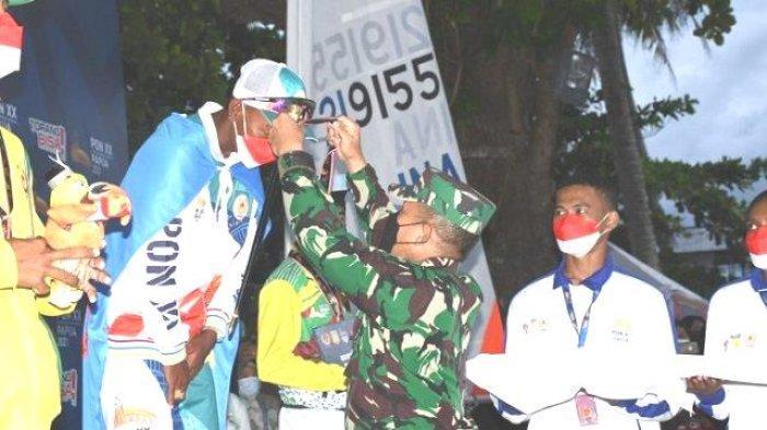 Danlantamal X Brigjen TNI (Mar) FP Marpaung Kalungkan Medali Bagi Juara Cabor Layar PON XX Papua