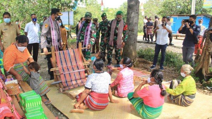 Komandan Satgas Pamtas RI-RDTL Yonif 742/SWY Dukung Program Kampung Tangguh