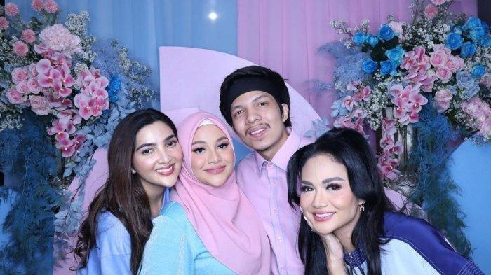 Krisdayanti & Ashanty Bertemu di Acara Gender Reveal Aurel Hermansyah, Calon Bayi Aurel Perempuan?