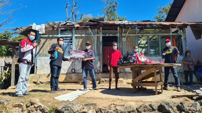 Komunitas Honda NTT berbagi kasih dengan menyerahkan bantuan