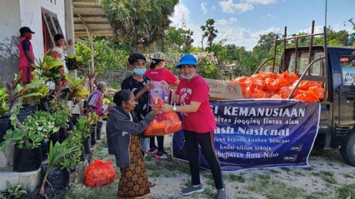 Komunitas Jogging Lintas Alam Nasional Bantu Sembako dan Bahan Bangunan di Rote Timur