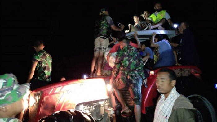 Korban Luapan Banjir Benenain Dievakuasi Aparat Keamanan di Malaka