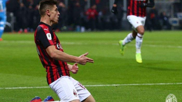 Krzysztof Piatek merayakan golnya pada pertandingan AC Milan vs Napoli dalam laga Coppa Italia di San Siro, 29 Januari 2019.