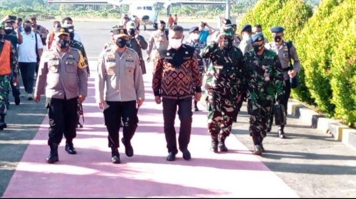 TNI dan Polri Pantau Pelaksanaan PPKM Level 4 di Kota Maumere