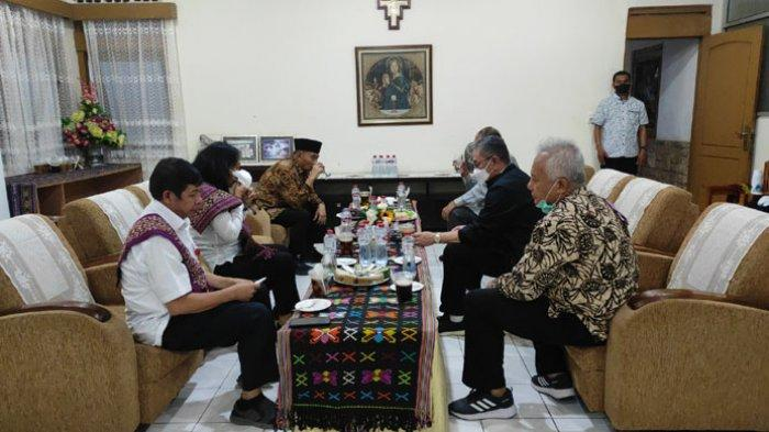 Kunjungan Kerja Ke NTT, Dua Menteri Kabinet Indonesia Maju Buka Puasa di Istana Keuskupan Kupang