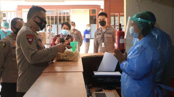 Kunjungi RS Bhyangkara Titus Uly Kupang, Kapolda NTT Cek Ruang Isolasi Pasien Covid-19