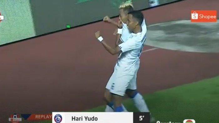 Ekspresi Kushedya Yudo (Arema FC ) usai cetak gol ke Tira Persikabo dalam laga pekan pertama Liga 1 2020 di Stadion Pakan Sari Bogor, Senin (2/3/2020) malam.