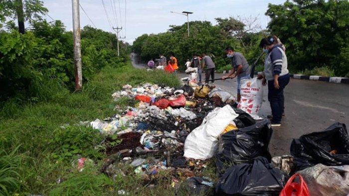 Masyarakat Membuang Sampah Tak Sesuai Jadwal