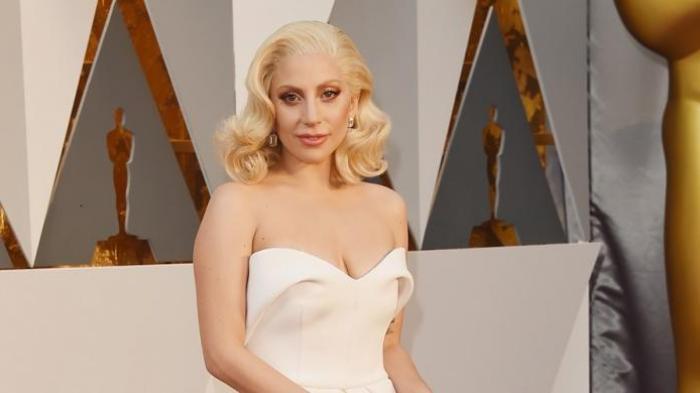 Galang Dana Lady Gaga Bawakan Lagu Amy Winehouse Pos Kupang