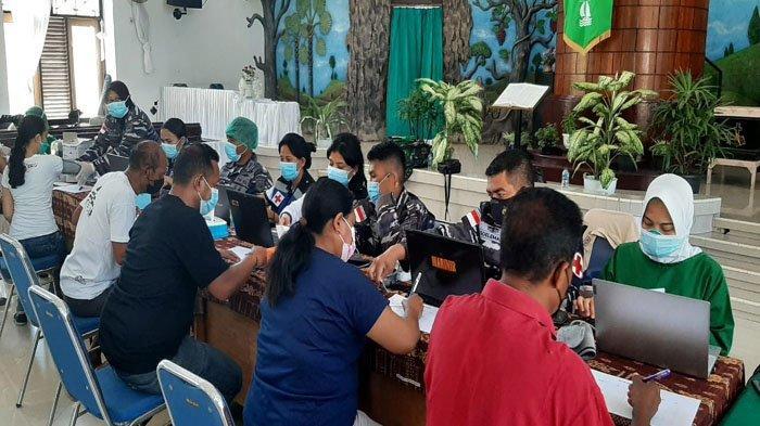 Lantamal VII Kupang Vaksinasi Jemaat Gereja GMIT Rehobot Bakunase