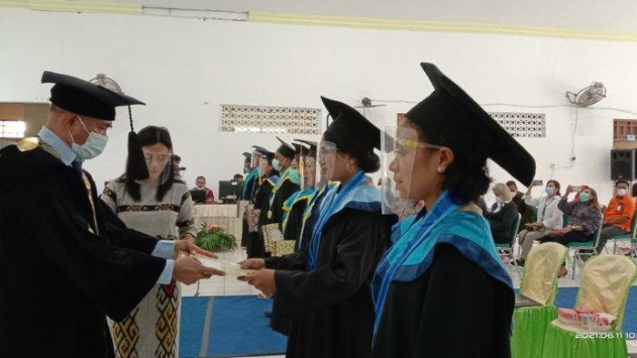 Lantik 242 Wisudawan, Rektor Unimor: Sudah 8771 Sarjana Dilahirkan dari Lembaga Pendidikan Ini