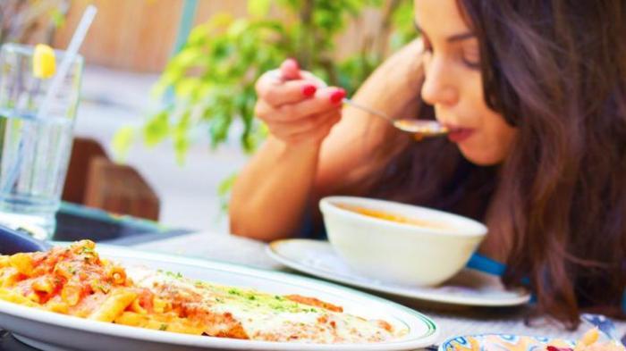 Agar Tubuh Sehat, Anda Disarankan Jangan Langsung Tidur Saat Selesai Makan